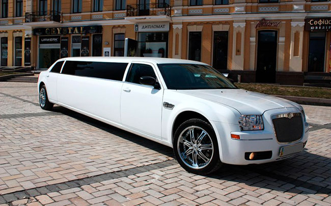 Chrysler 300C 2010 год
